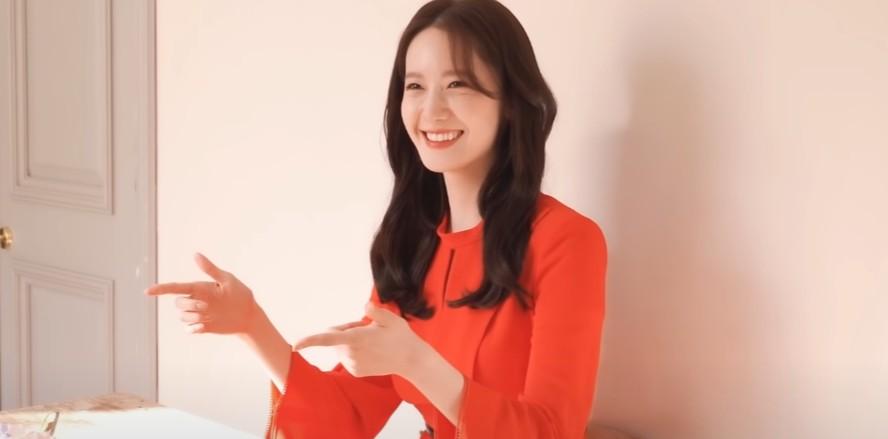 윤아, 화보 촬영 비하인드…'예쁨 폭발'