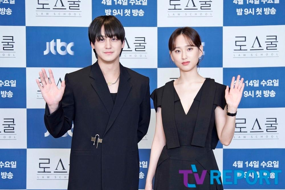 [T포토] 김범-류혜영 '블랙으로 맞춰입고'