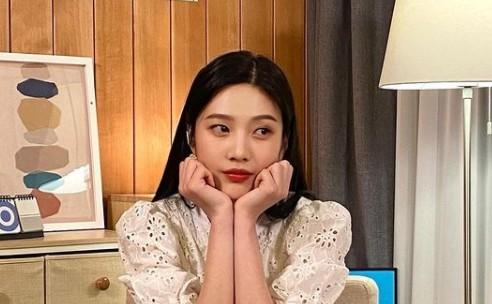 레드벨벳 조이, 상큼 넘치는 '러블리 꽃받침' [리포트:컷]