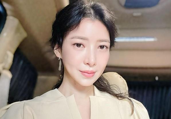 """윤세아, 더 우아해진 여신 미모 근황 """"세아의 사월"""" [리포트:컷]"""