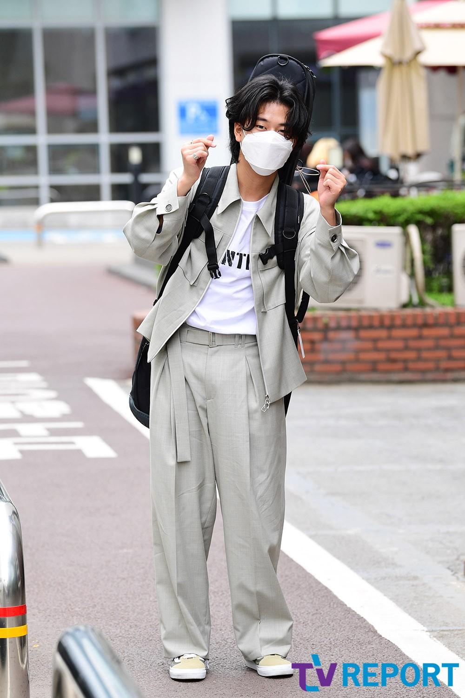 [T포토] 이무진 '고막남친의 손하트'