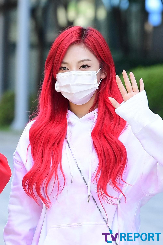 [T포토] 닝닝 '강렬한 빨간머리'