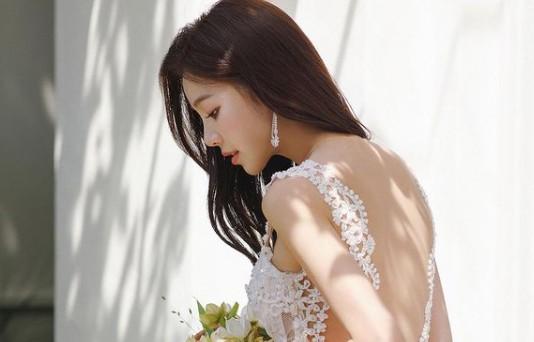 '오창석♥' 이채은, 순백의 드레스…'아찔 뒤태' [리포트:컷]