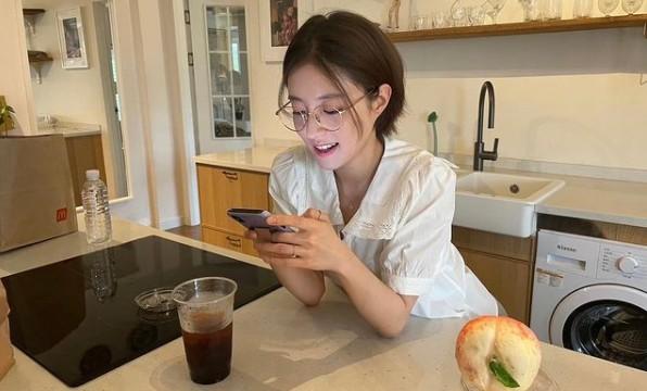 이세영, 안경도 잘 어울리는 상큼 미모 [리포트:컷]