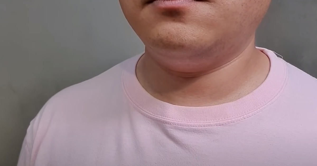 """목 늘어난 티셔츠, 다시 되돌리는 꿀팁 """"바느질 NO""""(영상)"""