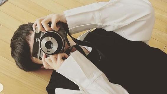 안재현, 카메라 들고 누구 찍나 [리포트:컷]