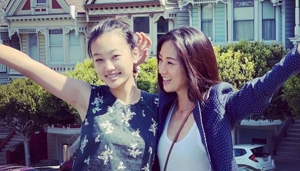 김민, 친구 같은 딸과 한 컷 [리포트:컷]