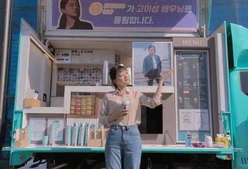 고아성, 커피차 앞에서 과즙미 인증샷 '예쁨 한도 초과' [리포트:컷]