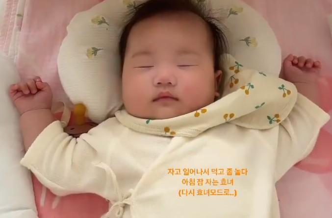한지혜, 딸 자는 모습 공개 '통통한 볼살' [리포트:컷]