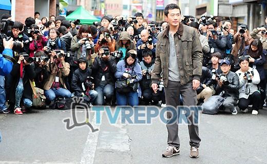 [T포토] 권상우 '수많은 취재진에 둘러싸여'