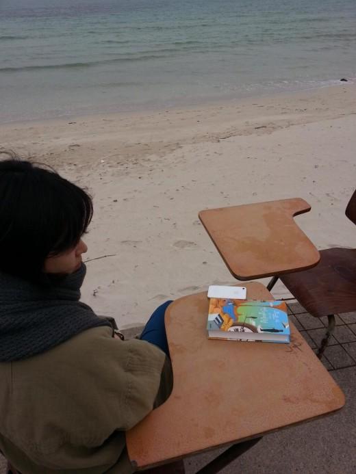 """송혜교, 바람부는 제주휴가 """"책을 읽을 수 없어"""""""