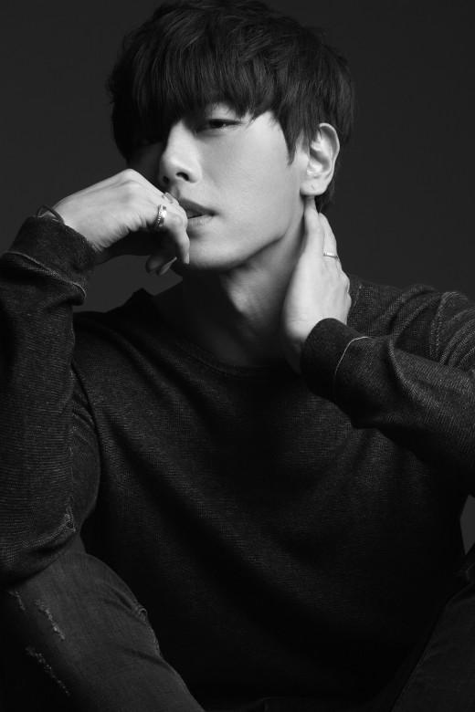 박효신, 단독콘서트 12월까지 전국투어 확대…'야생화' 첫 무대