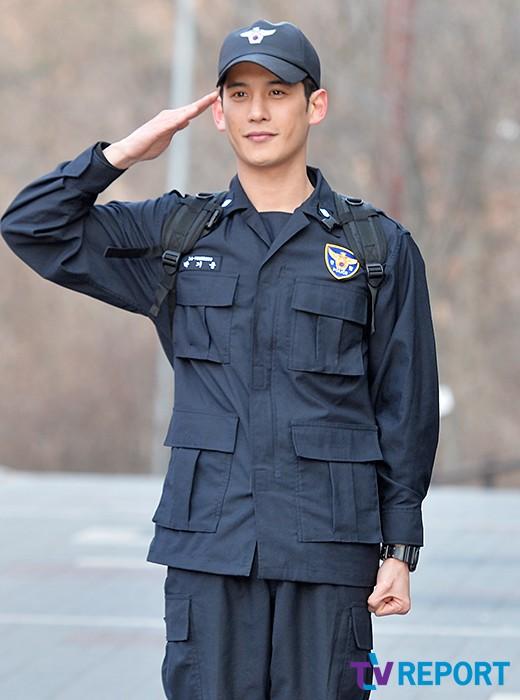[T포토] 박기웅 '늠름한 거수경례'