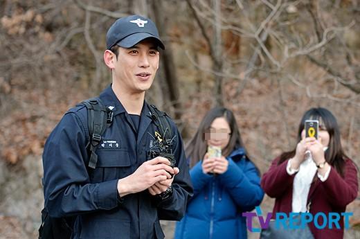 "[T포토] 박기웅 ""몬스터로 복귀합니다~"""