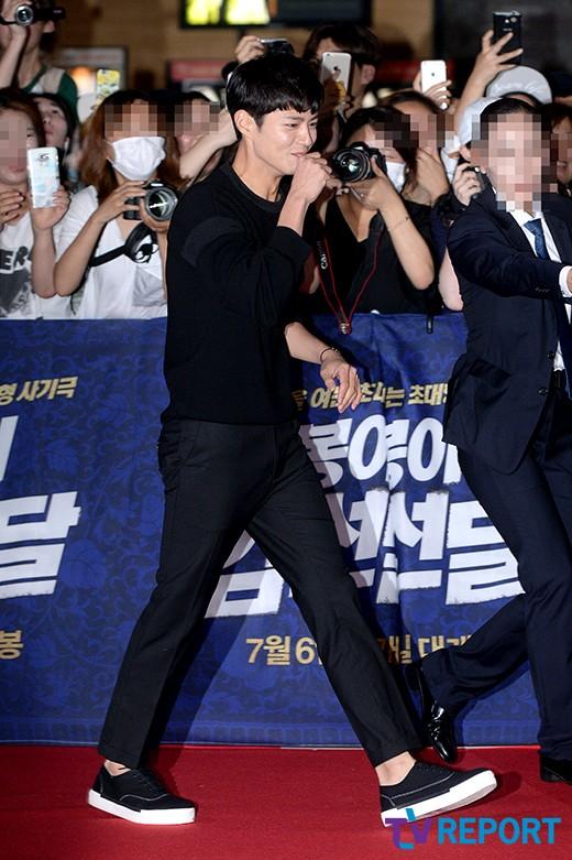 [T포토] 박보검 '환호성에 터지는 웃음'