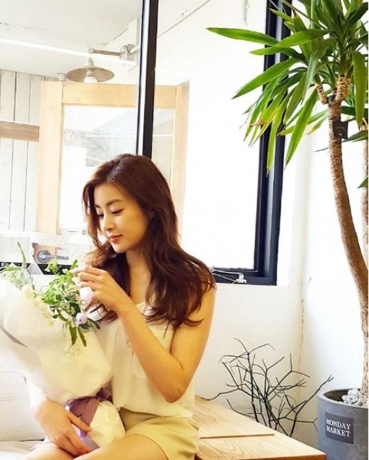 """""""꽃보다 강소라"""" 화보 뺨치는 일상…청순美 뿜뿜"""