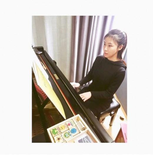 """""""말할 수 있는 비밀""""…하지원, 피아노 치는 여신"""
