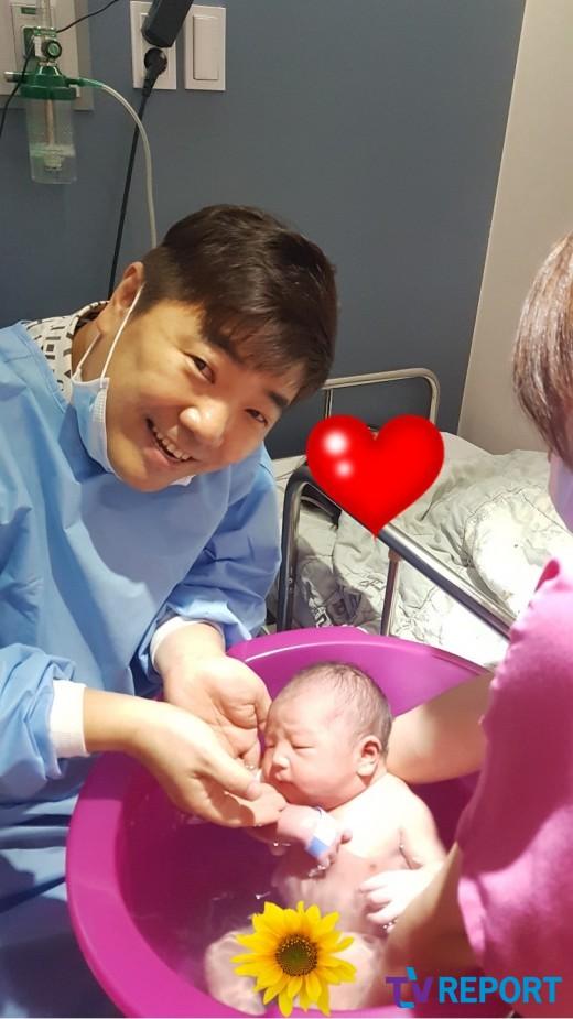 [단독] 개그맨 김성규, 48세에 얻은 첫 2세 감격…오늘(1일) 득남
